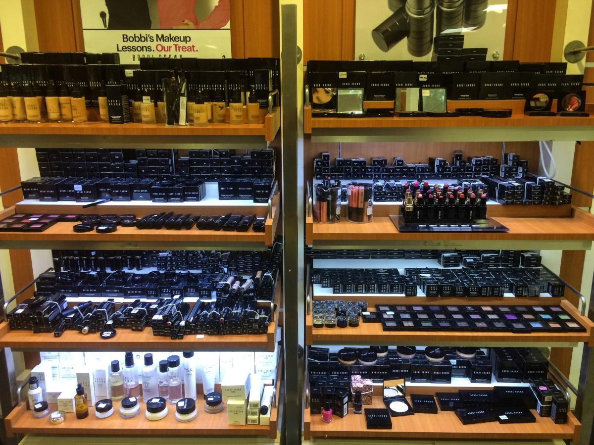 """CELA Cosmetics: El """"outlet"""" de MAC (y otros)"""